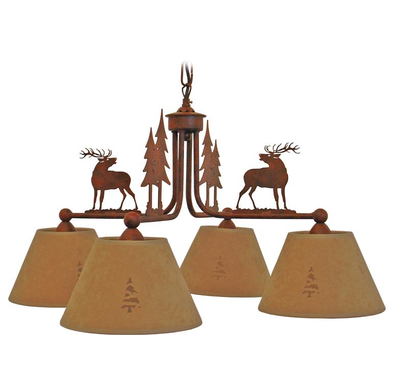 lampadario in ferro con cervi e pini. ; 